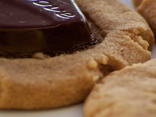 DOVE® Dark Chocolate Amaretti Cookies